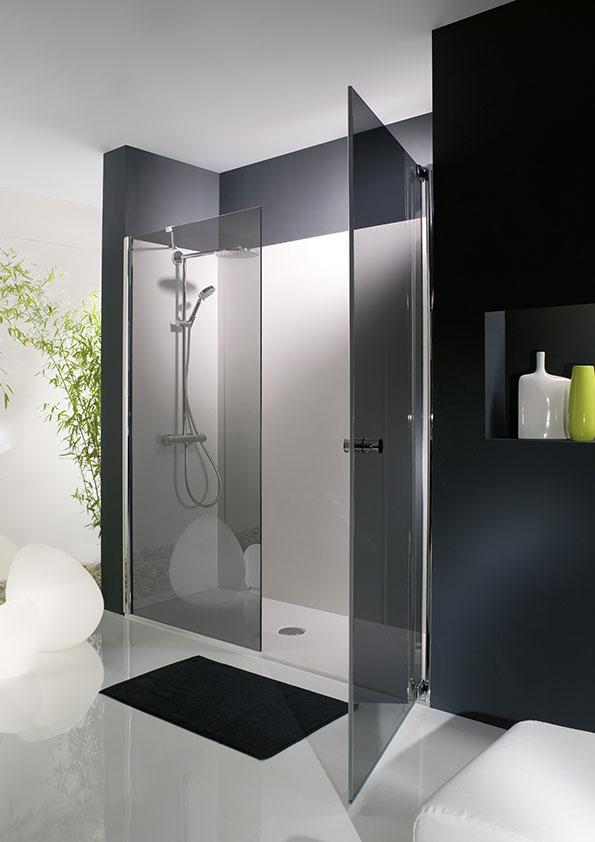 Remplacer-la-baignoire-par-une-douche,-receveur-et-panneaux-muraux-de-douche-gris cabine de douche