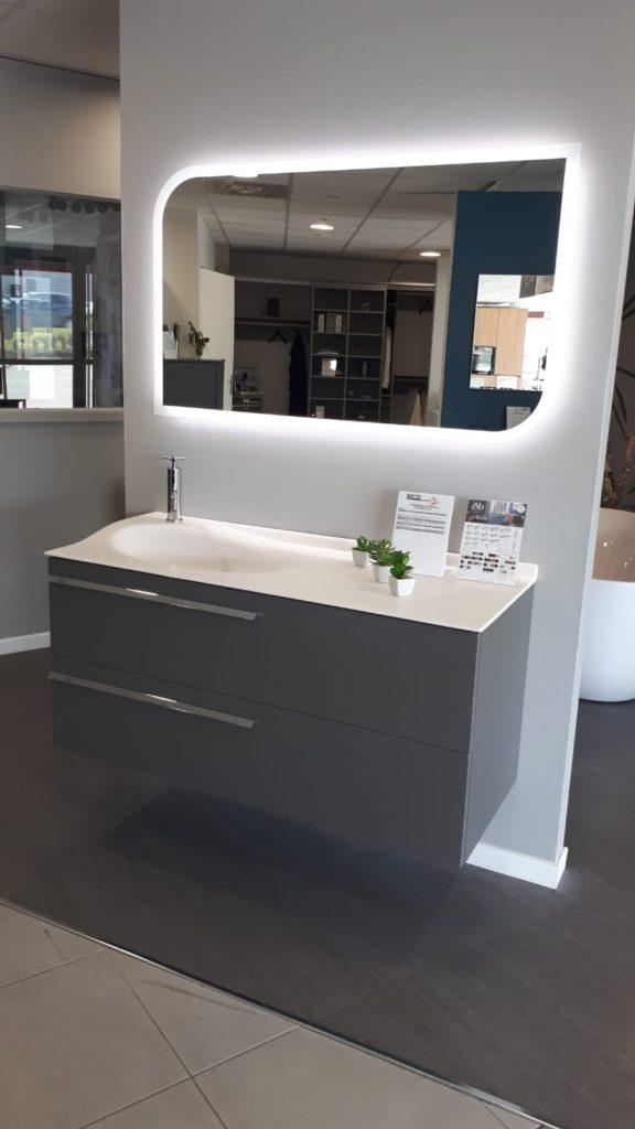 Meuble salle de bains gris 120 cm, Joya ambiance bain design mathilde bretillot, miroir aviso design c+b lefebvre, vasque smo lite