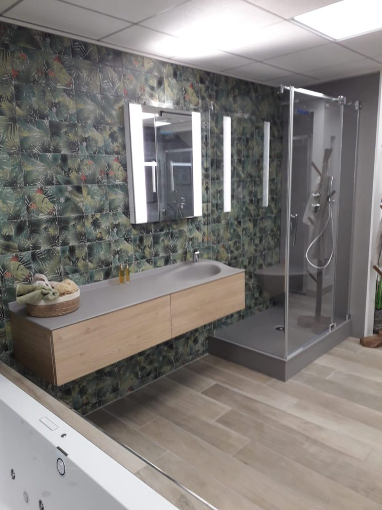 Meuble salle de bains joya ambiance bain design mathilde bretillot, vasque smo, bois, miroir, douche smo, receveur elegance, panneau mural de douche