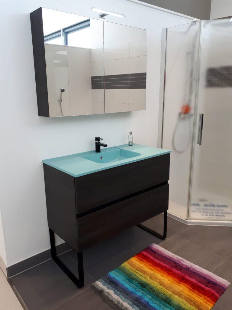 Meuble salle de bains ketty noir et vasque bleu, vasque smo, armoire de toilette ketty ambiance bain