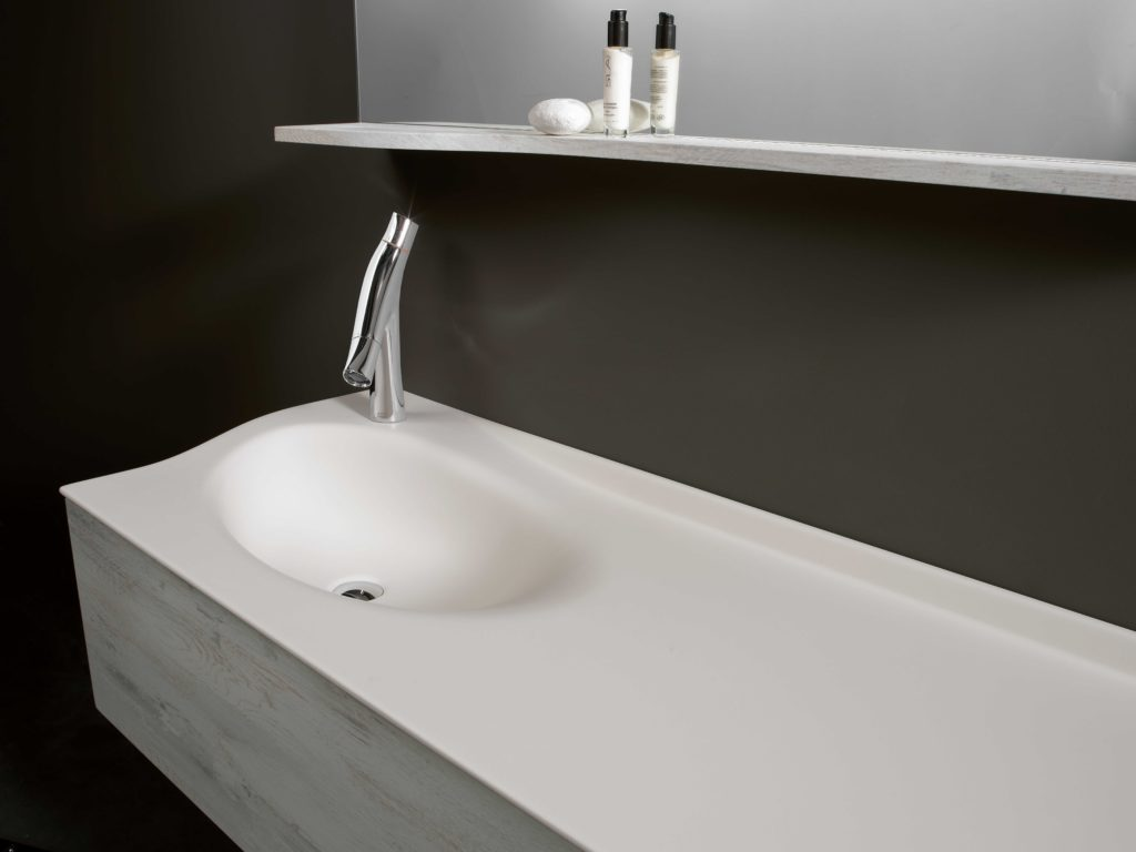 Meuble de salle de bains en bois blanc Joya ambiance bain vasque